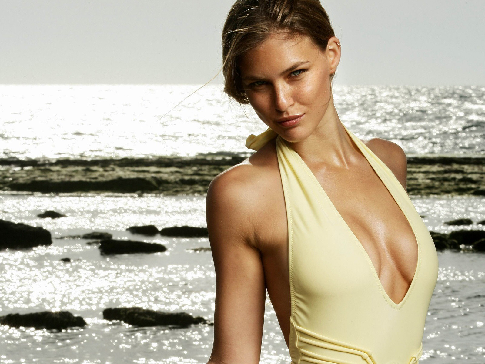 Bar refaeli hot local